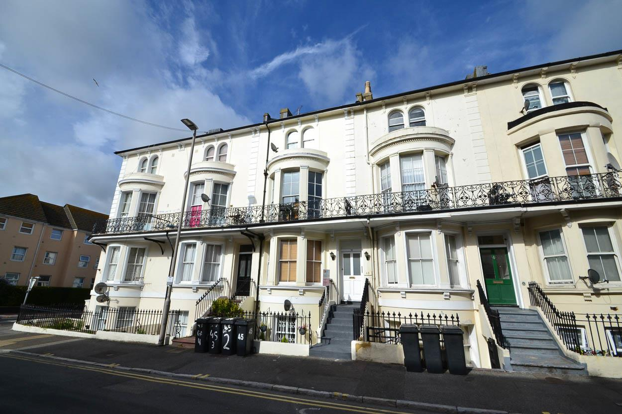 2 Bedrooms Flat for sale in Cavendish Place, Eastbourne